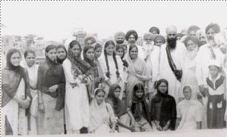 Hindu women meeting Sant ji