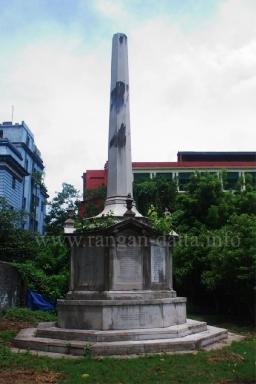 Holwel memorial